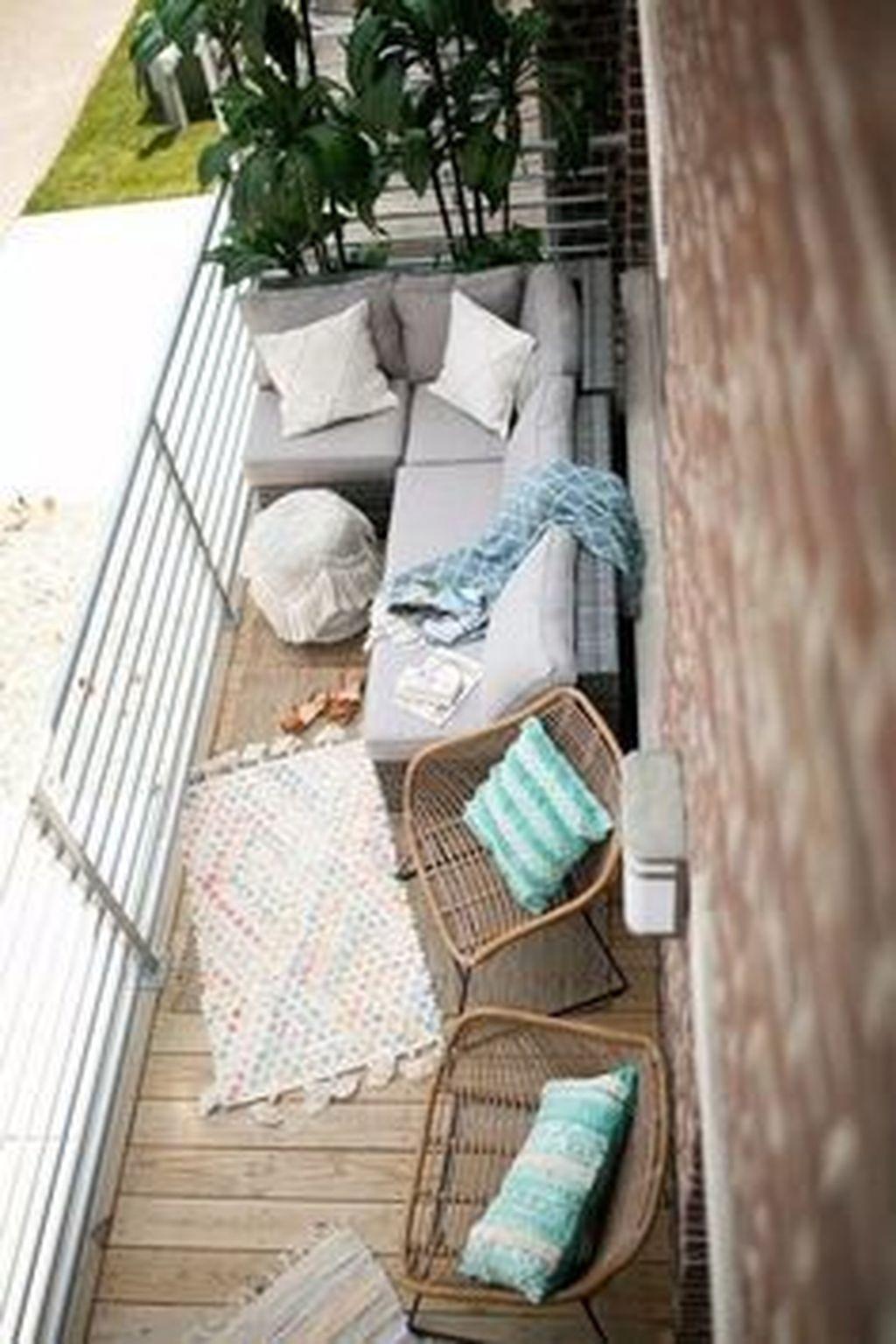 Stunning Winter Balcony Decorating Ideas 16