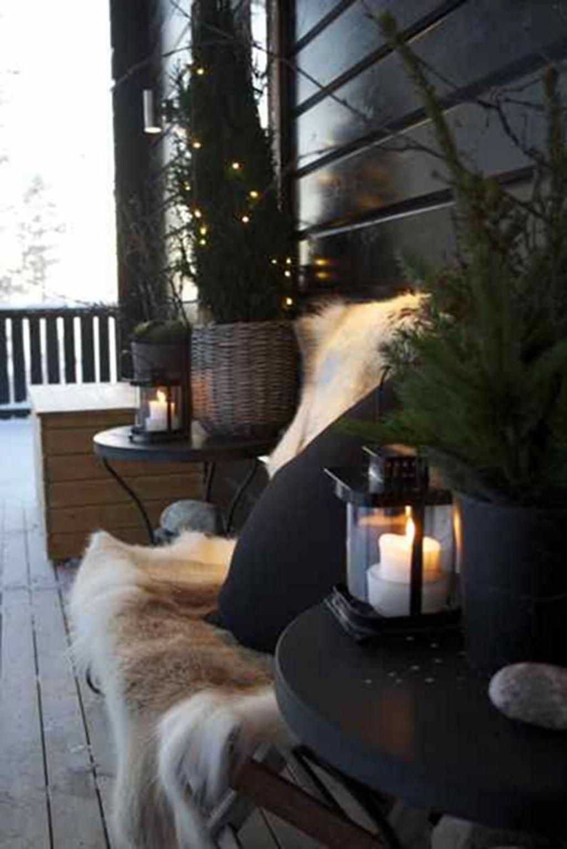 Stunning Winter Balcony Decorating Ideas 17
