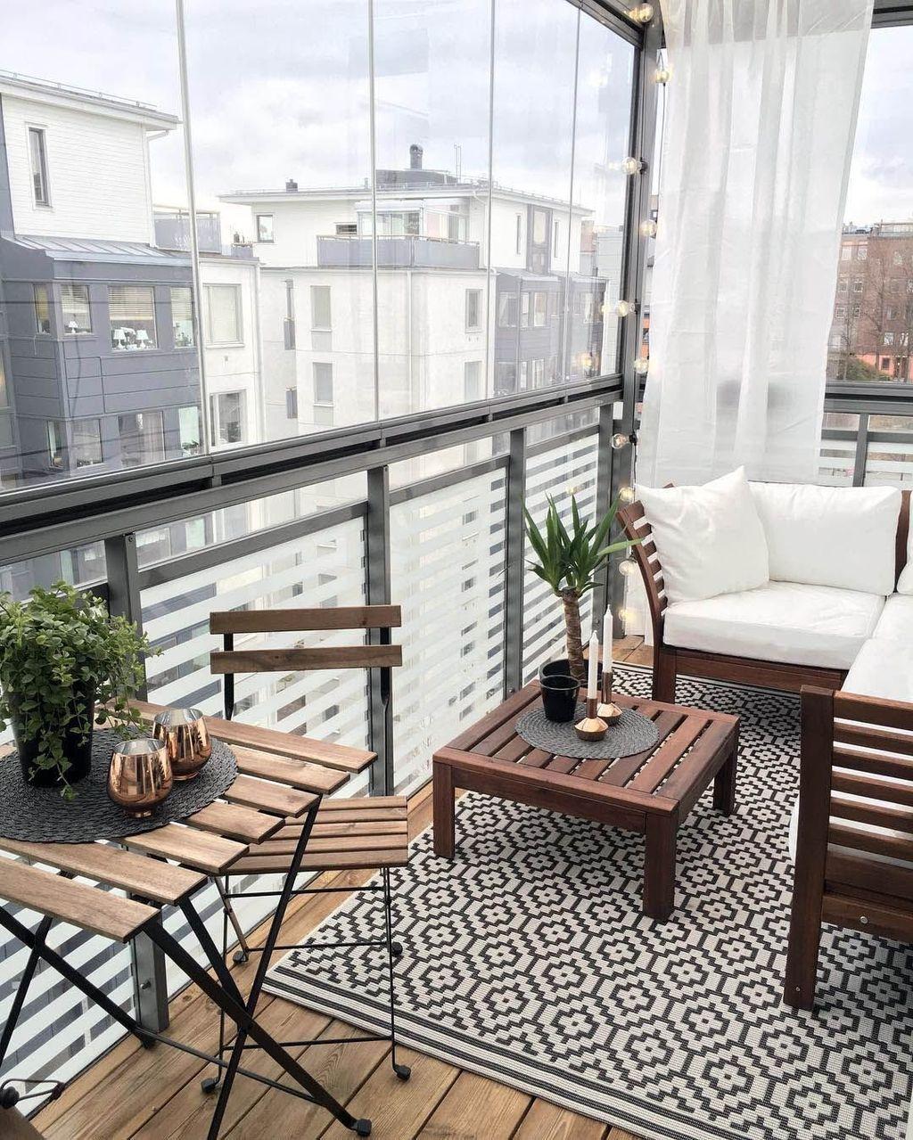 Stunning Winter Balcony Decorating Ideas 23