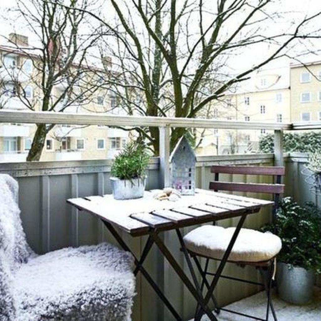 Stunning Winter Balcony Decorating Ideas 41
