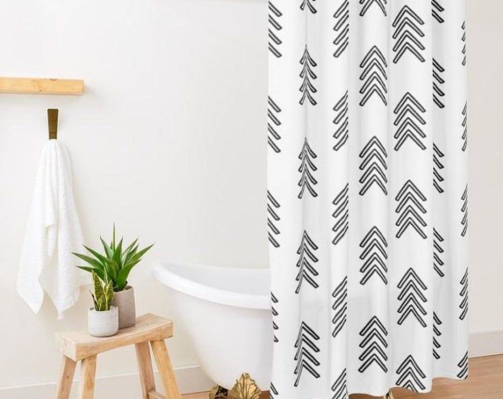 Amazing Black And White Shower Curtain For Your Bathroom Decor 21