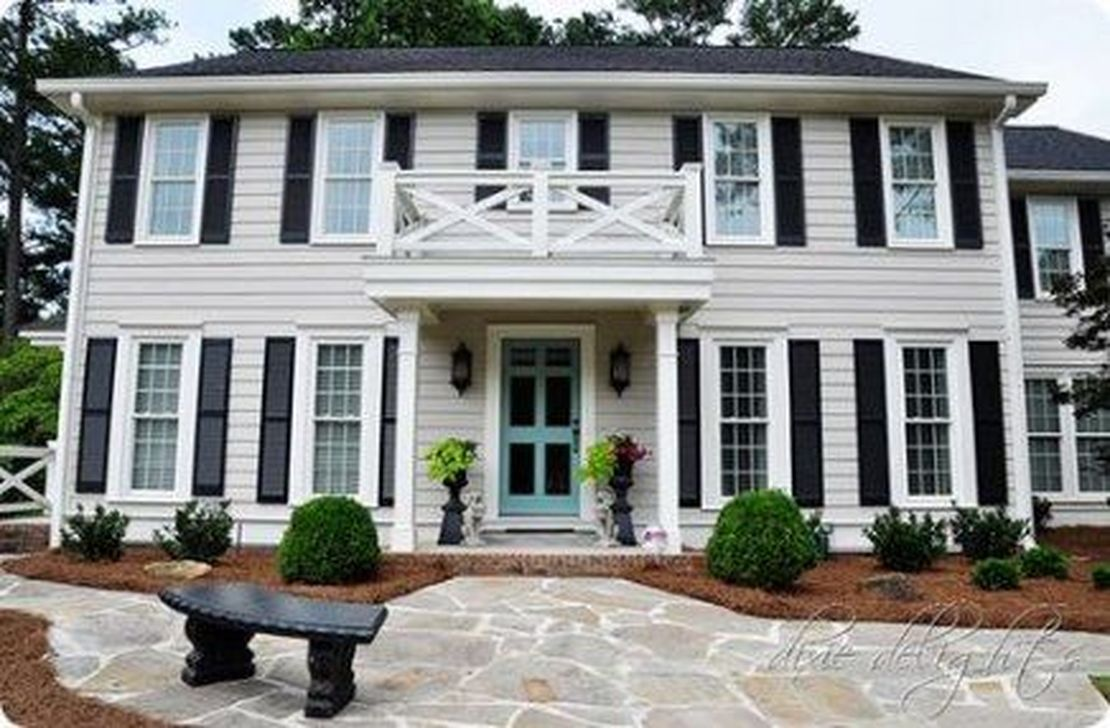 Beautiful Farmhouse Exterior Paint Colors Ideas 27