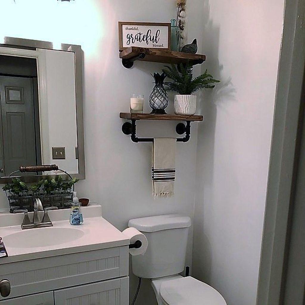 Fascinating Simple Apartment Bathroom Decor Ideas 04