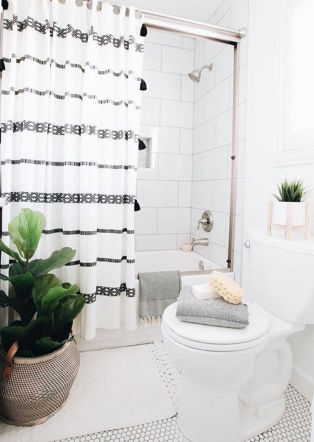 Fascinating Simple Apartment Bathroom Decor Ideas 17