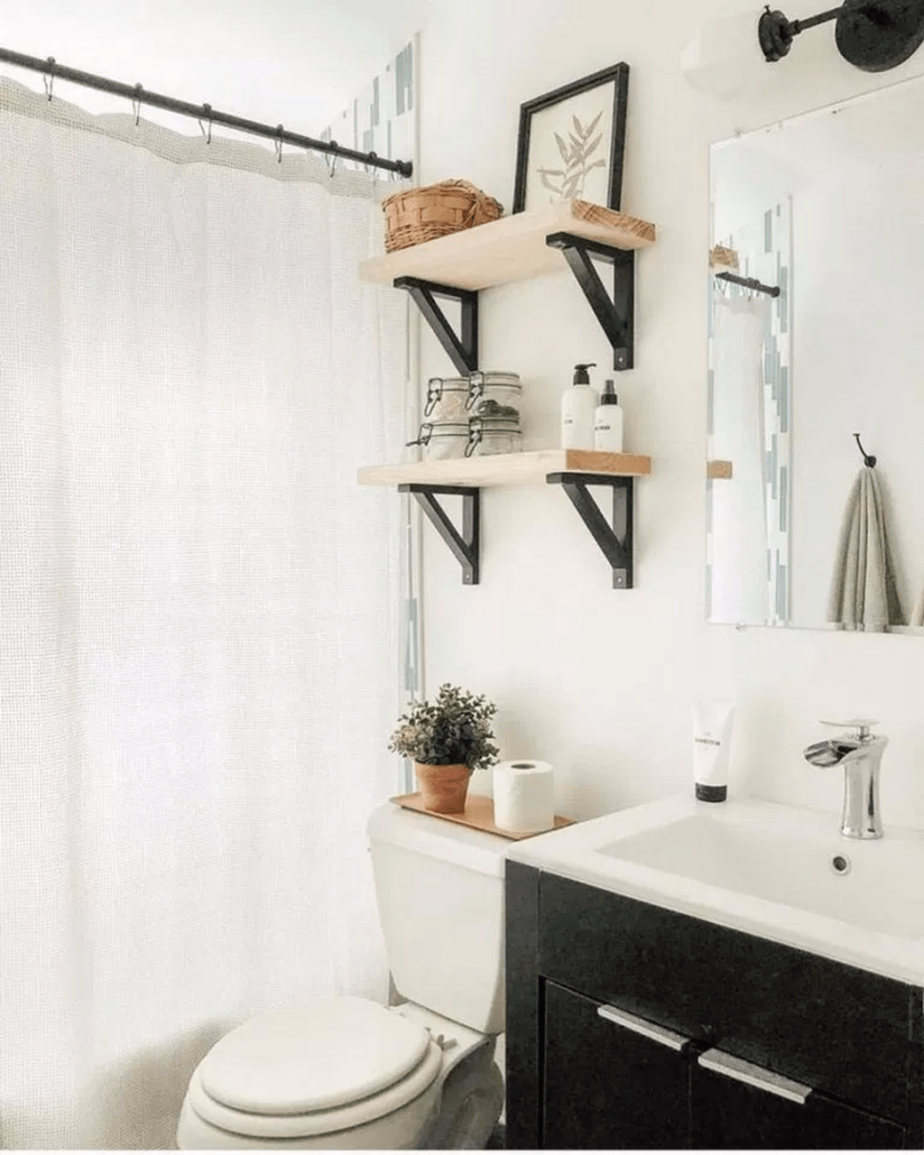 Fascinating Simple Apartment Bathroom Decor Ideas 19