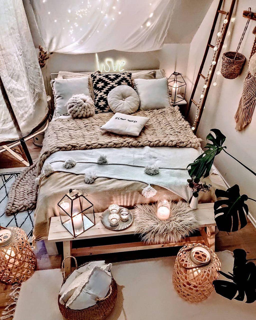 Lovely Boho Chic Bedroom Decor Idea 19
