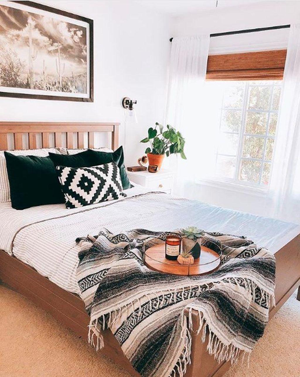 Lovely Boho Chic Bedroom Decor Idea 23