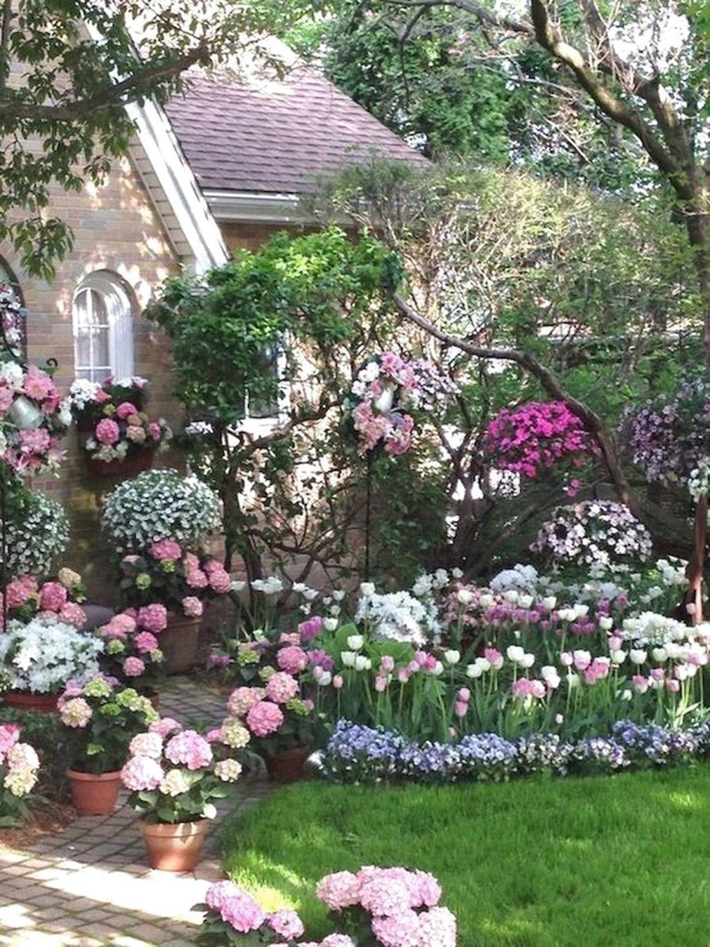 Lovely Flower Garden Design Ideas To Beautify Your Outdoor 06