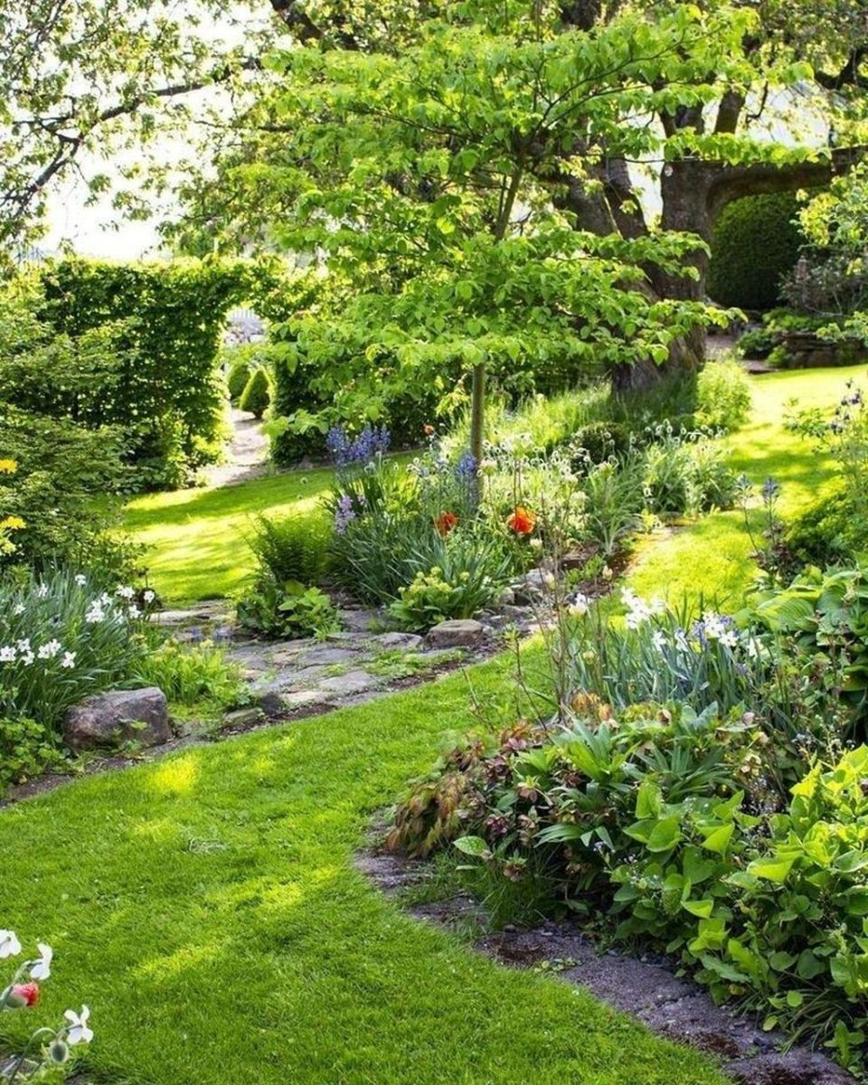 Lovely Flower Garden Design Ideas To Beautify Your Outdoor 20