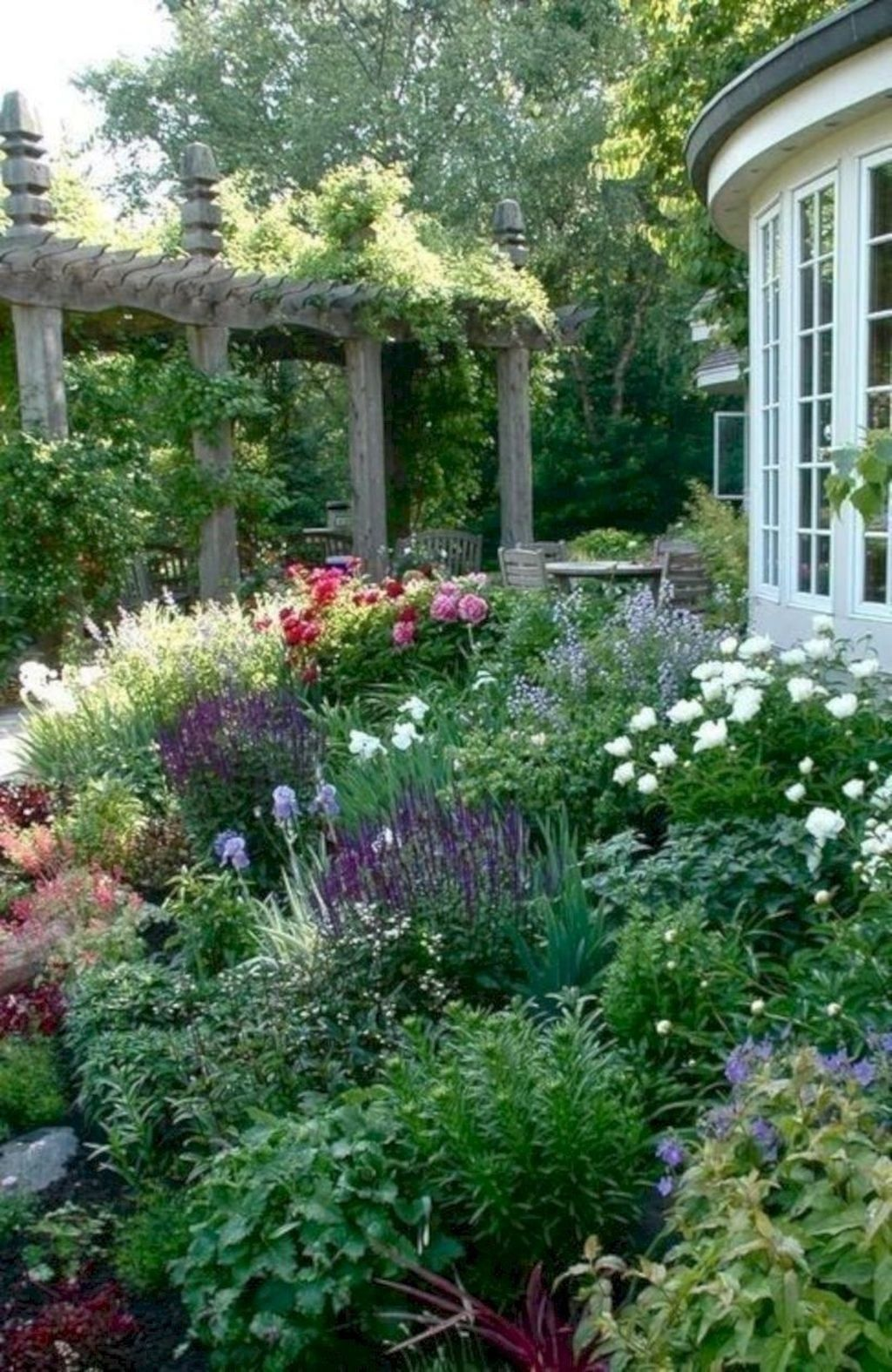 Lovely Flower Garden Design Ideas To Beautify Your Outdoor 27