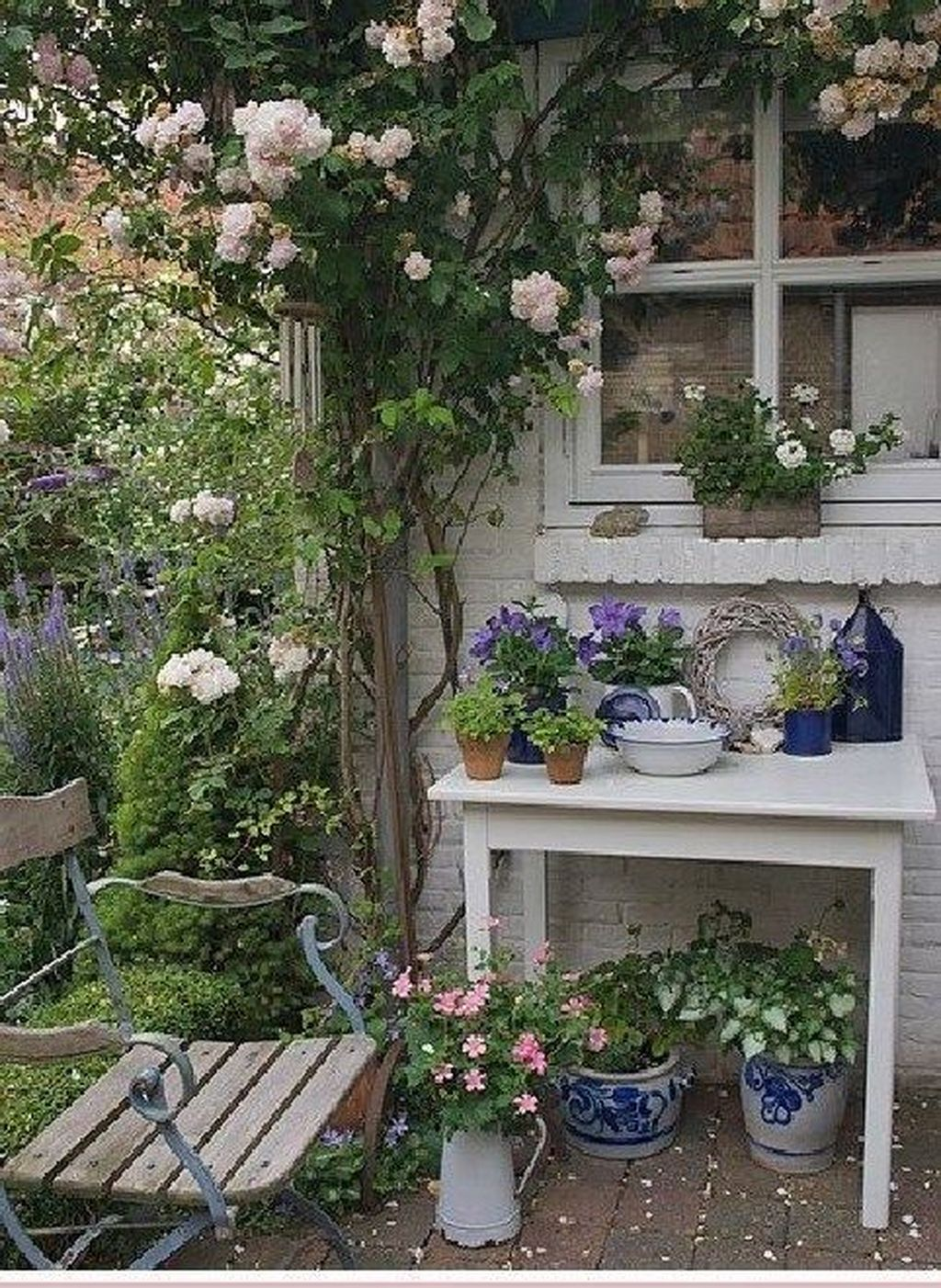 Lovely Flower Garden Design Ideas To Beautify Your Outdoor 29
