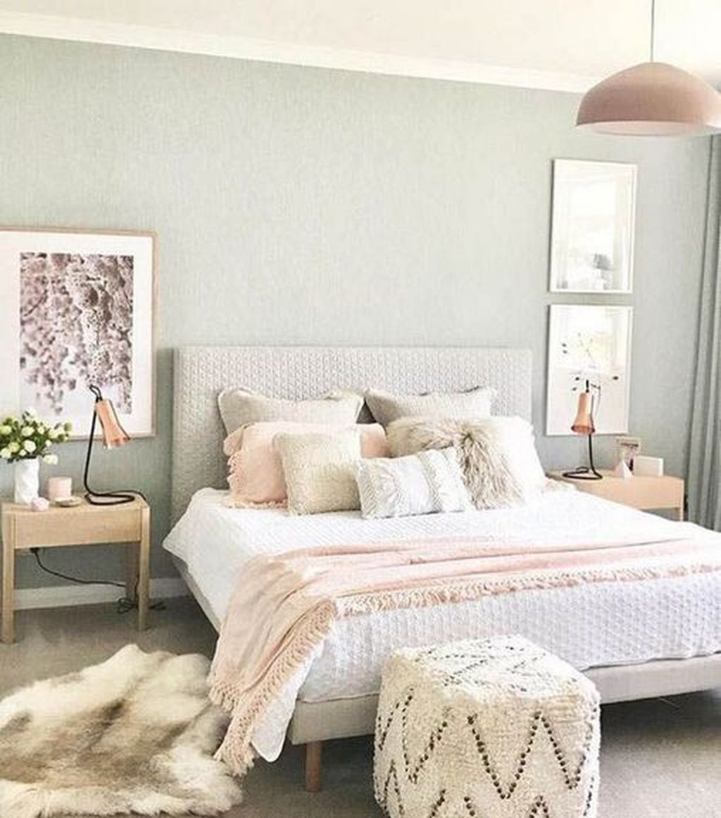 The Best White Master Bedroom Design And Decoration Ideas 18