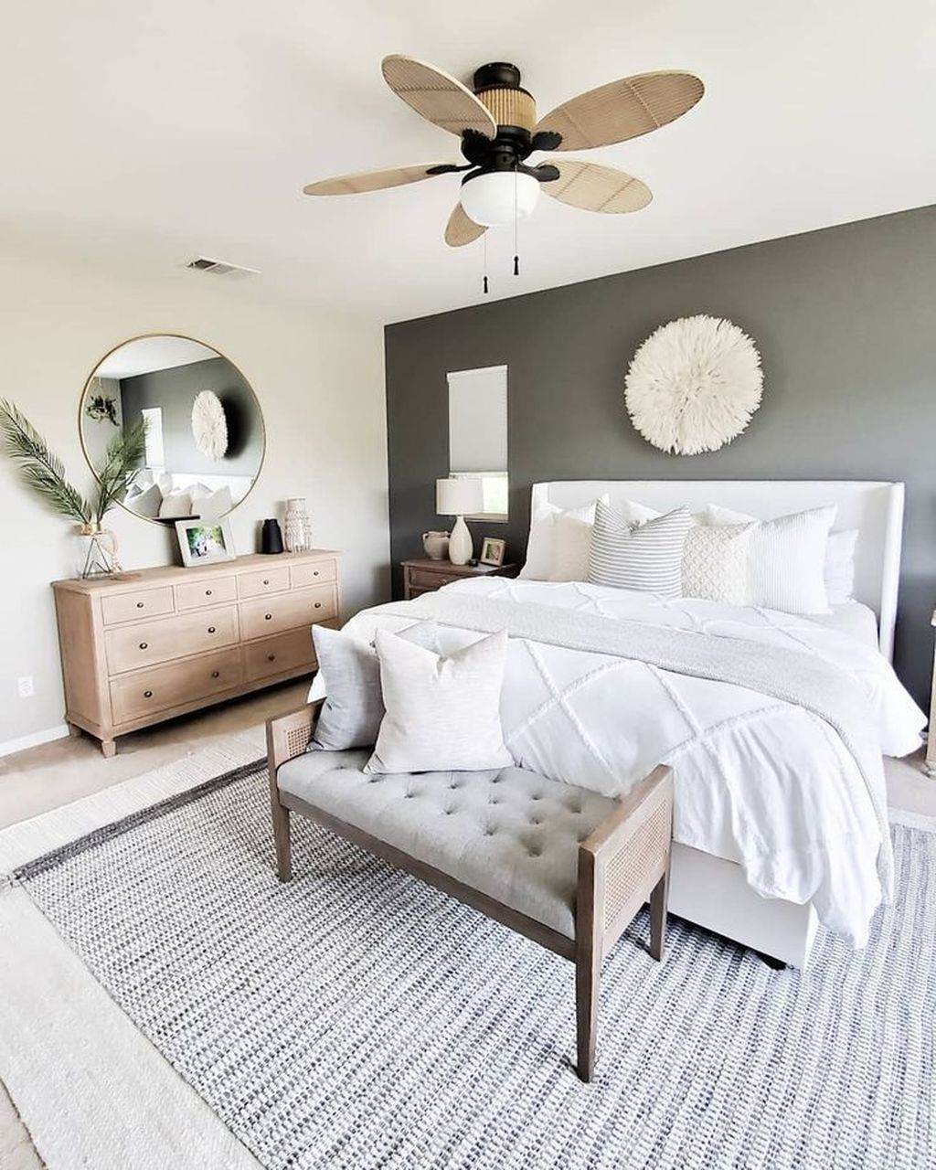 The Best White Master Bedroom Design And Decoration Ideas 20