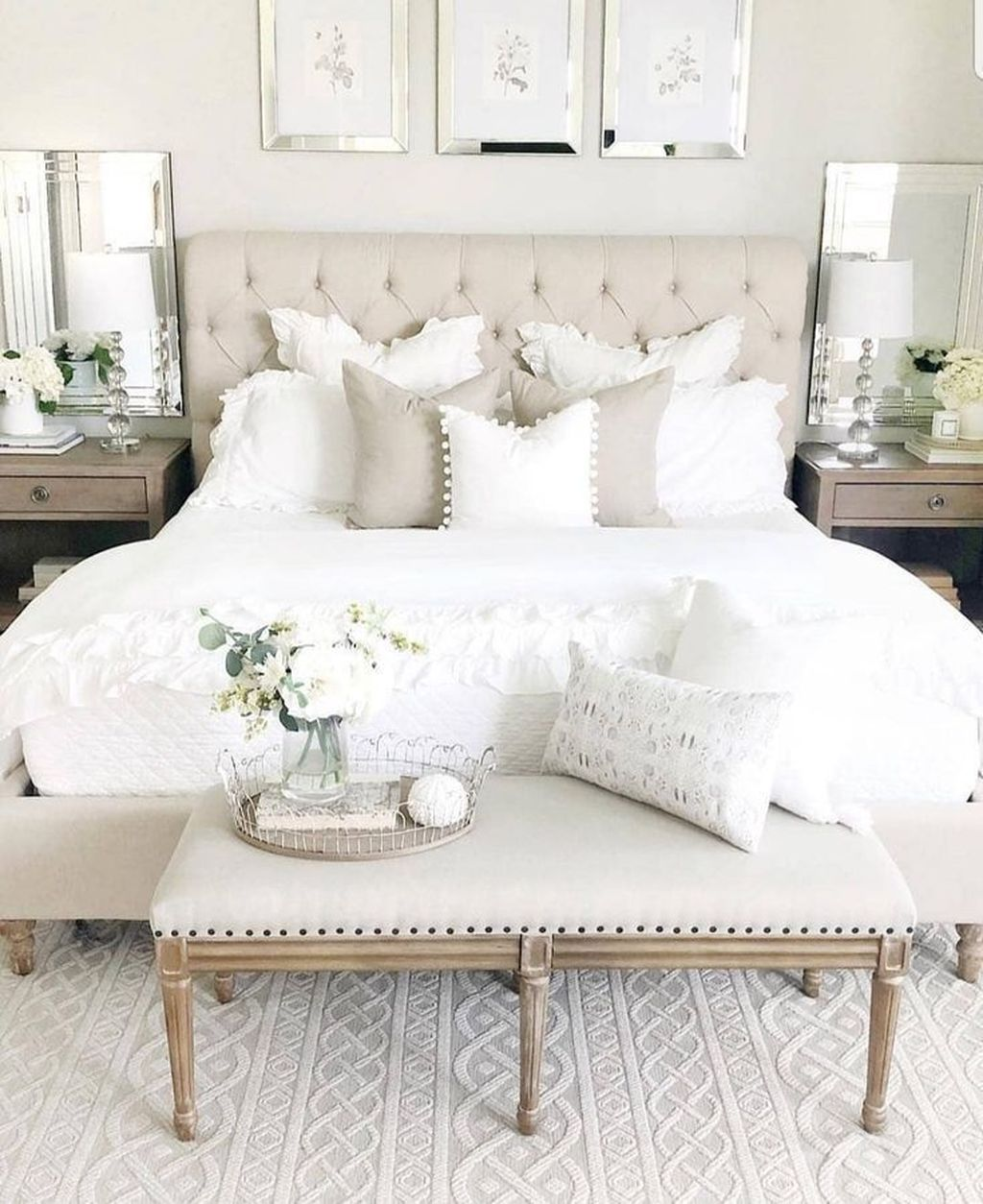 The Best White Master Bedroom Design And Decoration Ideas 25
