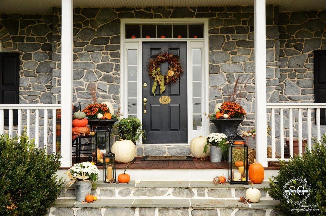 Inspiring Thanksgiving Front Door Decor Ideas 19