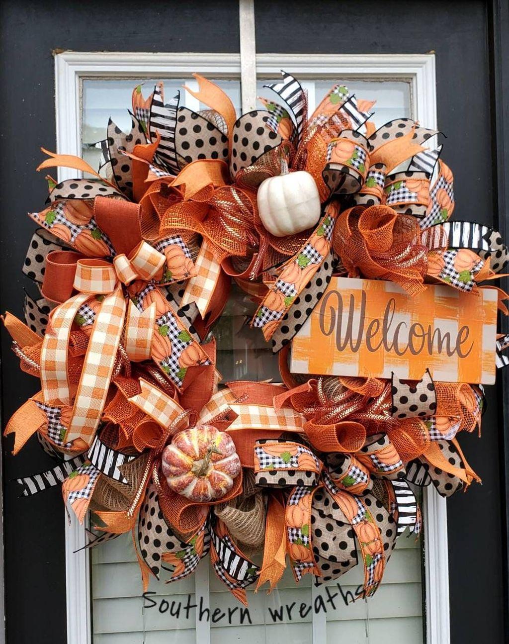 Inspiring Thanksgiving Front Door Decor Ideas 30