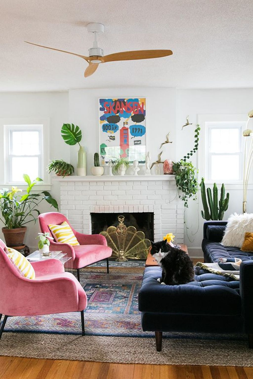 Lovely Colorful Living Room Ideas 28