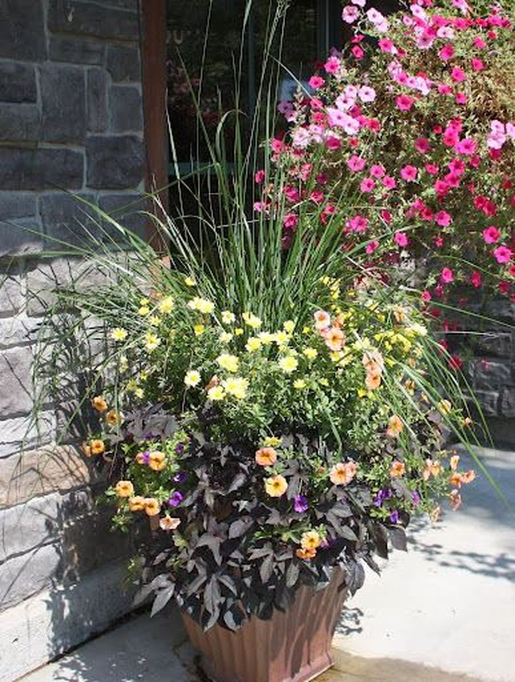 Lovely Combination Planting Container Gardening Ideas 11
