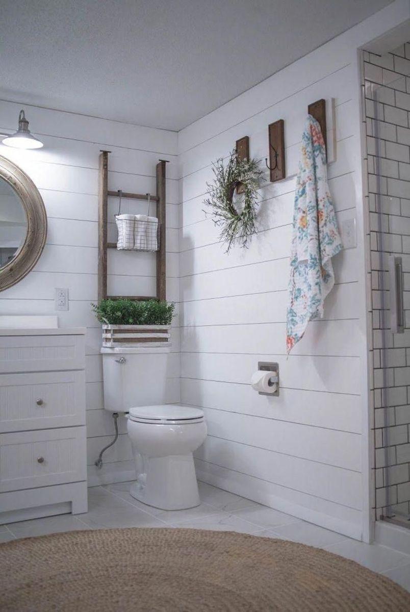 Lovely Relaxing Farmhouse Bathroom Decor Ideas 03