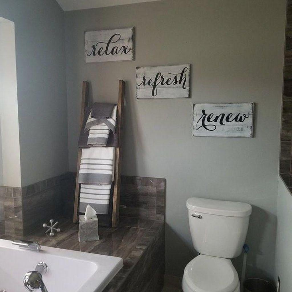 Lovely Relaxing Farmhouse Bathroom Decor Ideas 04