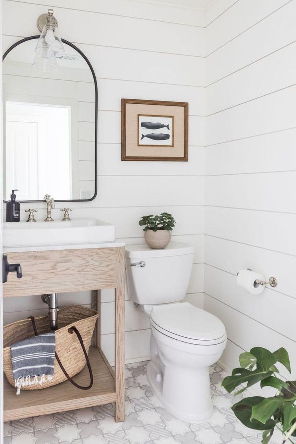 Lovely Relaxing Farmhouse Bathroom Decor Ideas 26
