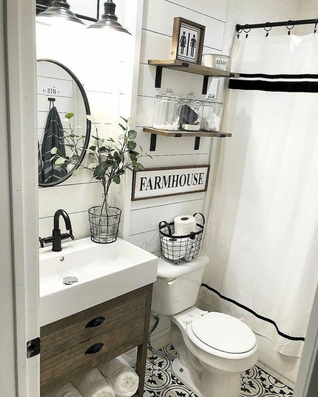 Lovely Relaxing Farmhouse Bathroom Decor Ideas 29
