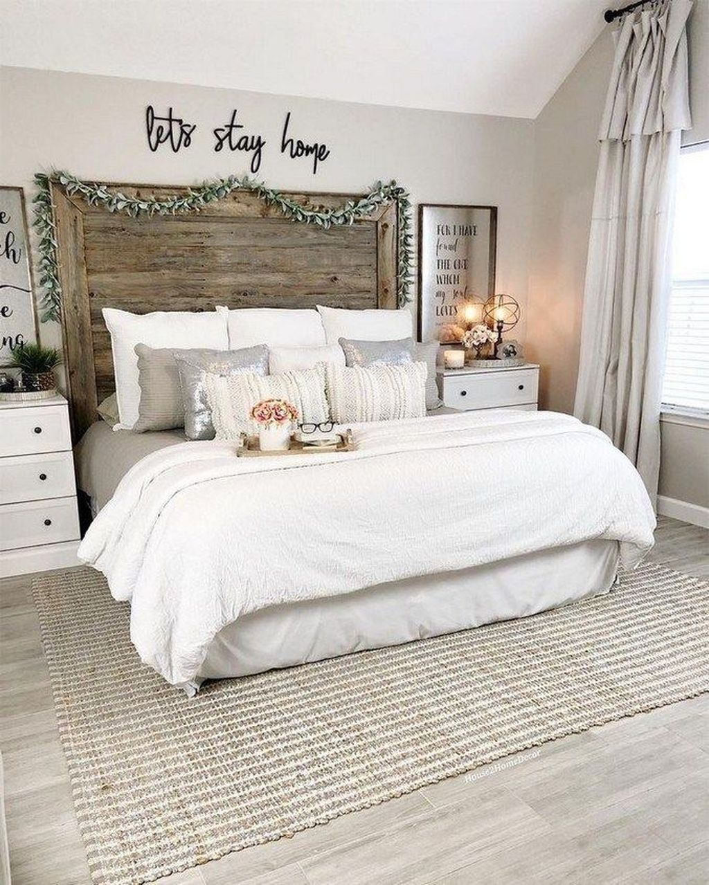 Popular White Master Bedroom Furniture Ideas 21