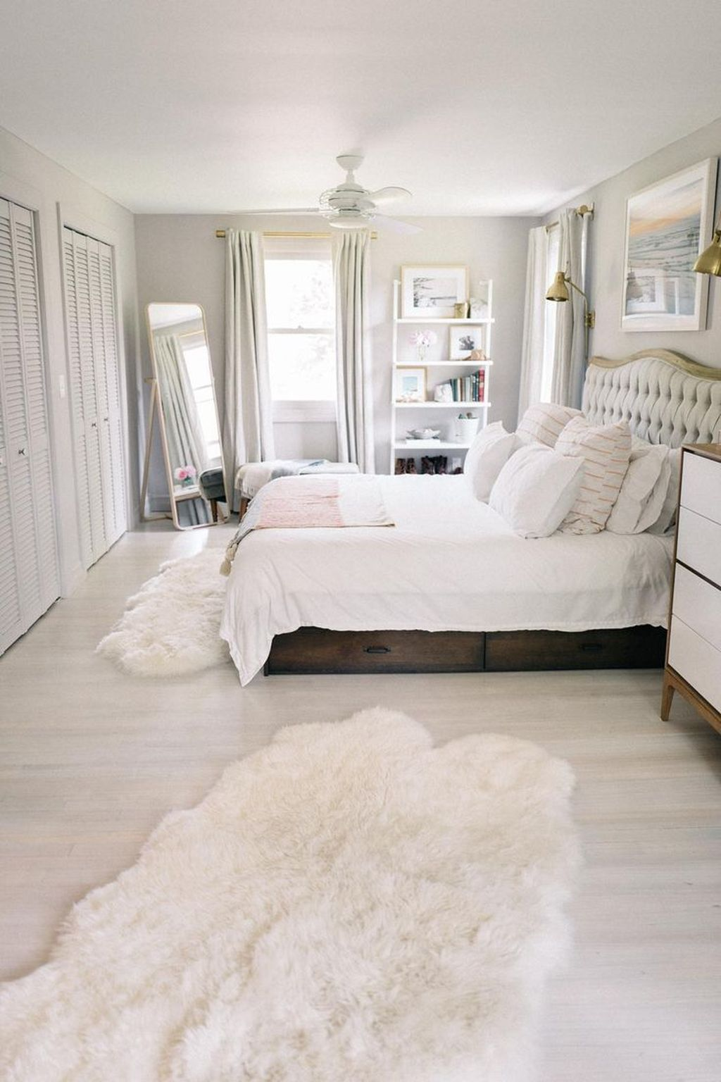 Popular White Master Bedroom Furniture Ideas 34