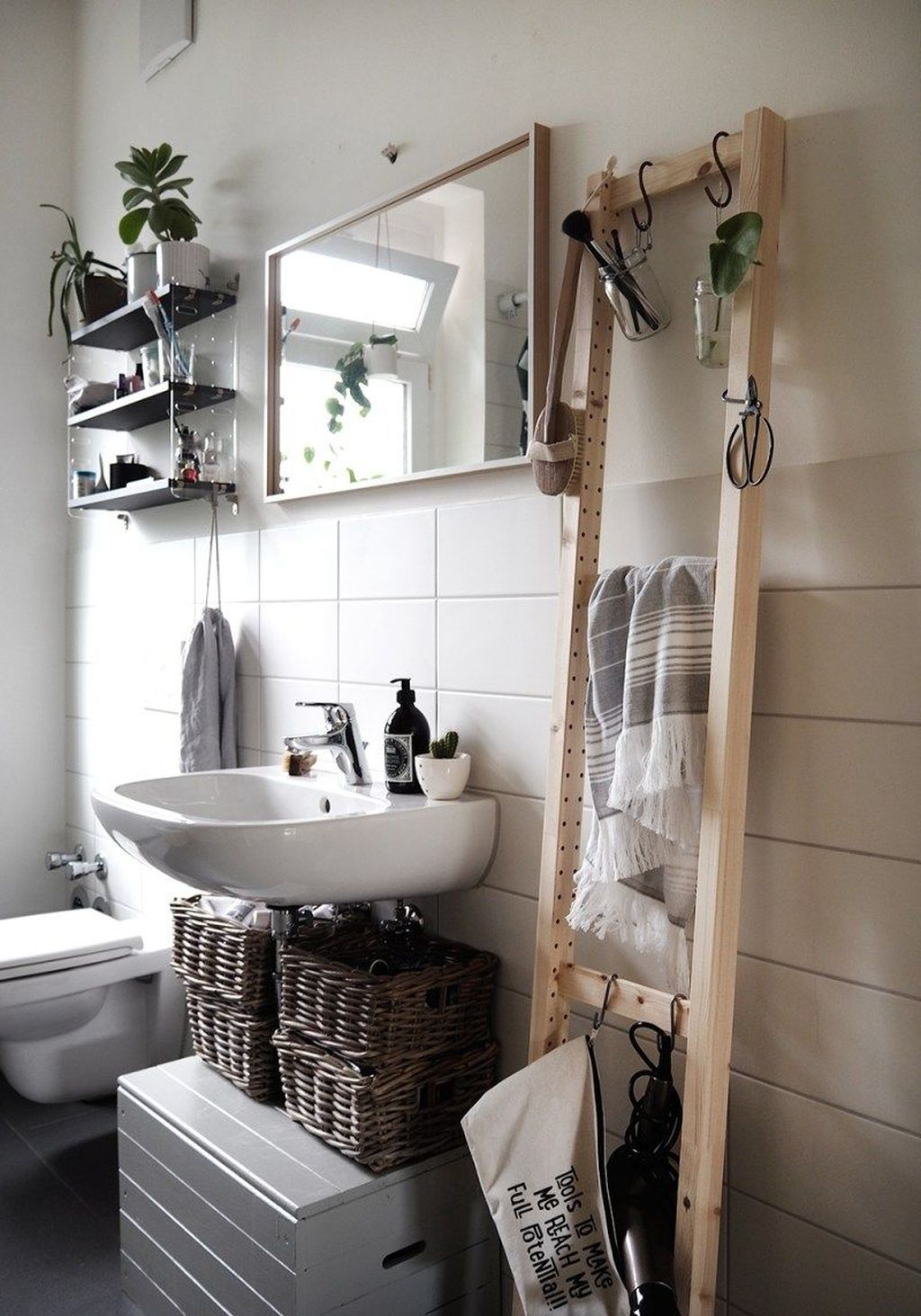 Stunning Bathroom Storage Design Ideas 18