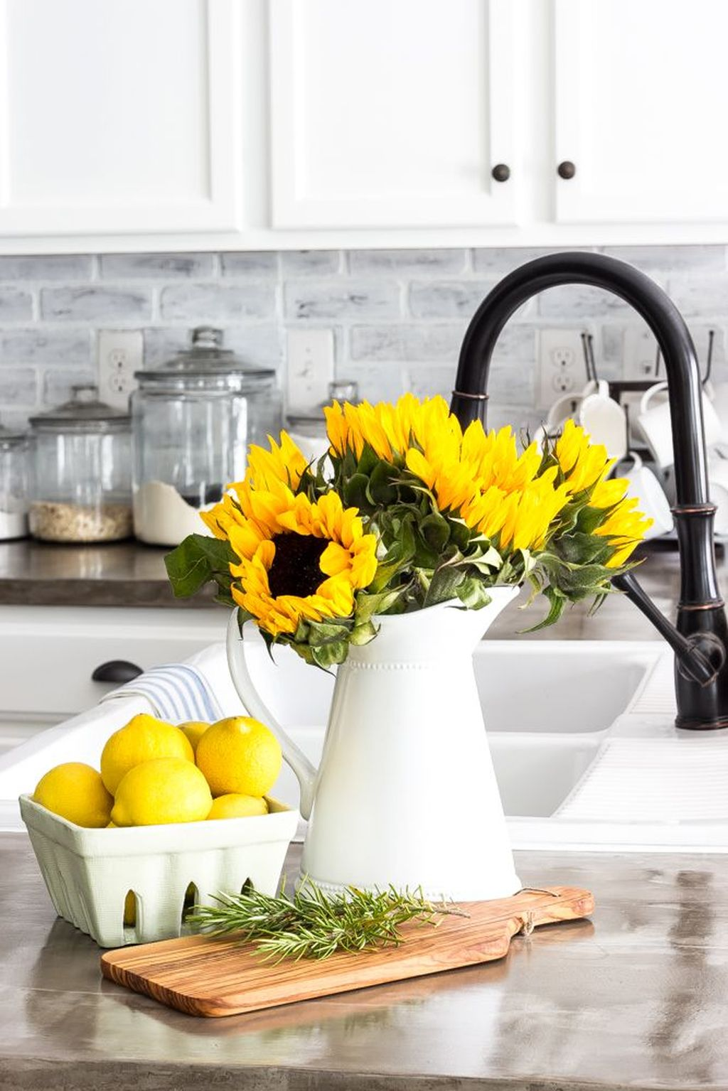 Fabulous Summer Farmhouse Decor Ideas You Will Love 16