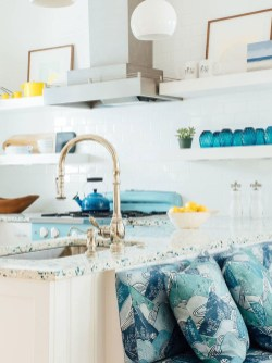 Adorable Beach Style Decorating Ideas For Your Kitchens 42