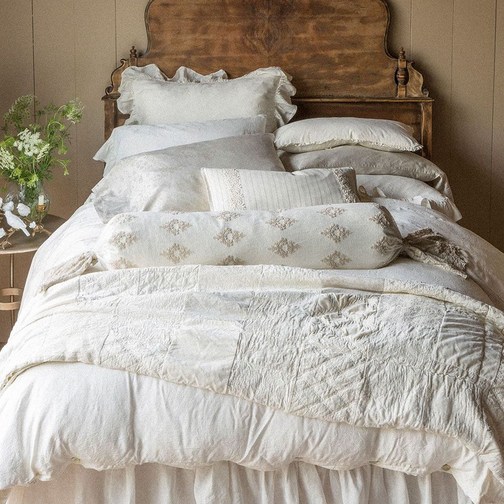Cool French Country Master Bedroom Design Ideas With Farmhouse Style 30