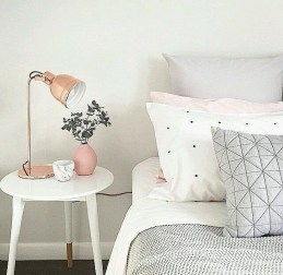 Lovely Bedroom Decor Ideas For Small Apartment 01