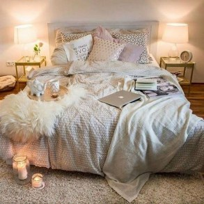 Lovely Bedroom Decor Ideas For Small Apartment 36