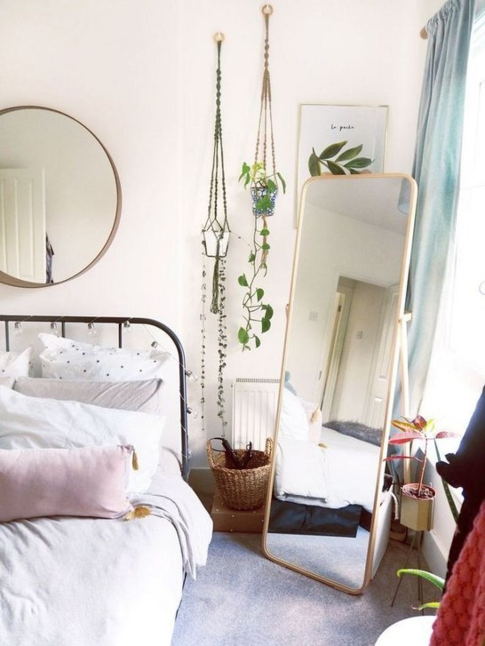 Lovely Bedroom Decor Ideas For Small Apartment 54