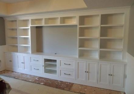 Pretty Bookshelves Design Ideas For Your Family Room 23