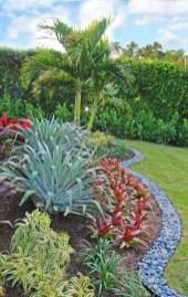 Pretty Frontyard Landscaping Design Ideas 10