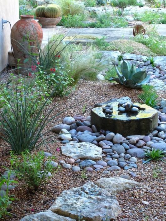 Pretty Frontyard Landscaping Design Ideas 20