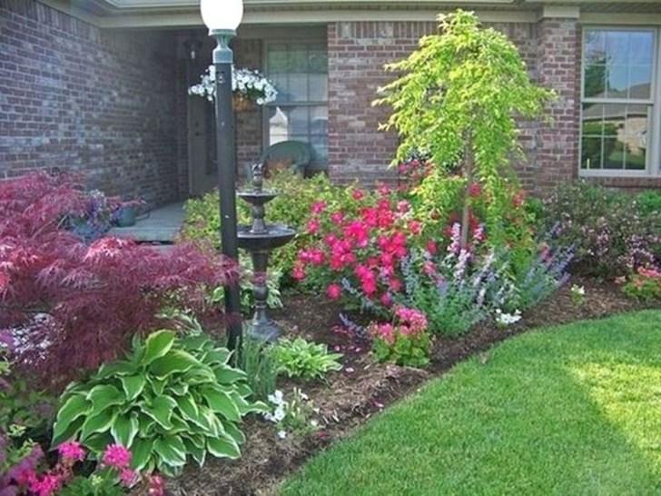 Pretty Frontyard Landscaping Design Ideas 21