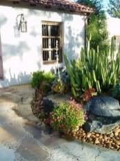 Pretty Frontyard Landscaping Design Ideas 45