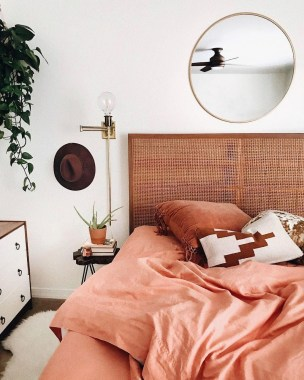 Stylish Bedroom Decoration Ideas For Your Apartment 34