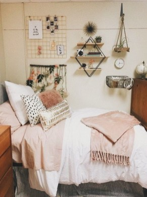 Stylish Bedroom Decoration Ideas For Your Apartment 51