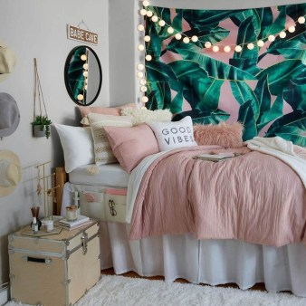 Adorable Dorm Room Design Ideas On A Budget 32