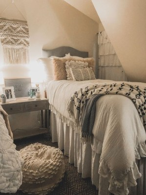 Adorable Dorm Room Design Ideas On A Budget 42
