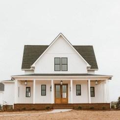 Incredible Farmhouse Exterior Design Ideas To Try 35