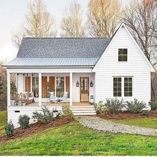 Incredible Farmhouse Exterior Design Ideas To Try 39