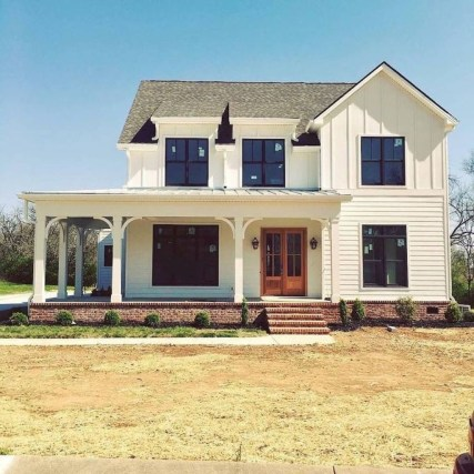 Incredible Farmhouse Exterior Design Ideas To Try 51