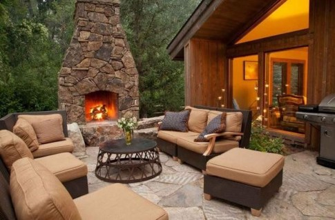 Pretty Seating Area Ideas With Outside Fireplace 03
