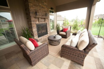 Pretty Seating Area Ideas With Outside Fireplace 10