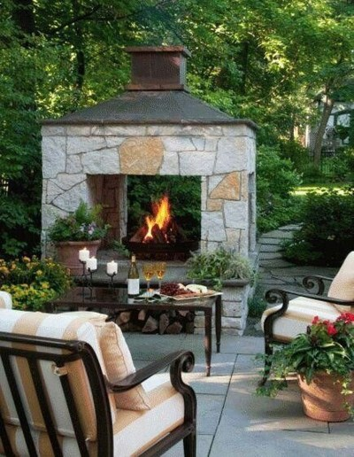 Pretty Seating Area Ideas With Outside Fireplace 24